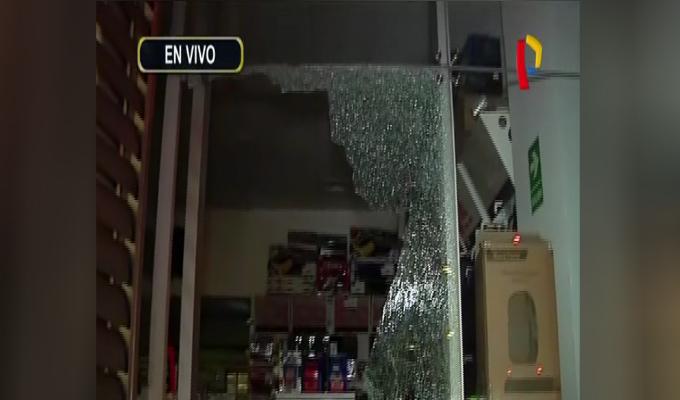 San Borja: asaltan a 'combazos' tienda de artículos electrónicos