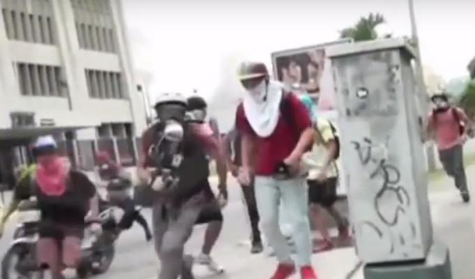 Venezuela: policía chavista continúa reprimiendo a población en contra del Gobierno