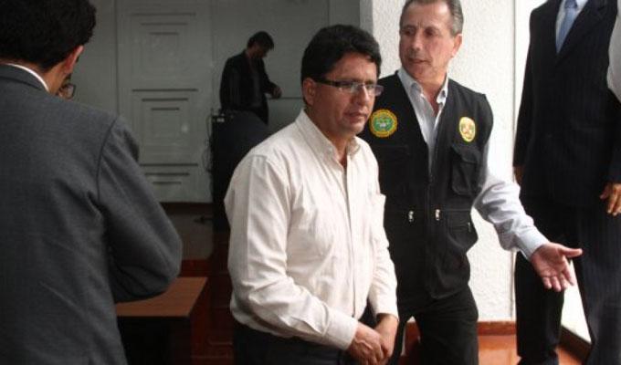 Ordenan captura nacional e internacial del exgobernador de la región Pasco