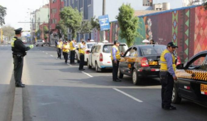 Corredor Azul: taxis colectivos continúan operando pese a sanciones