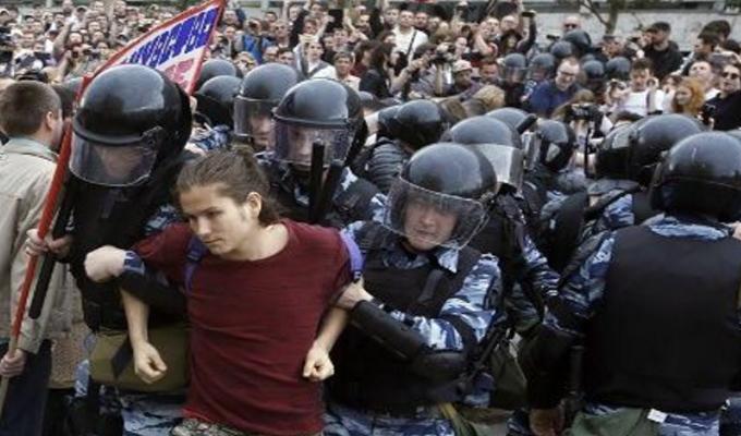 Rusia: se registraron casi dos mil arrestos en protestas no autorizadas