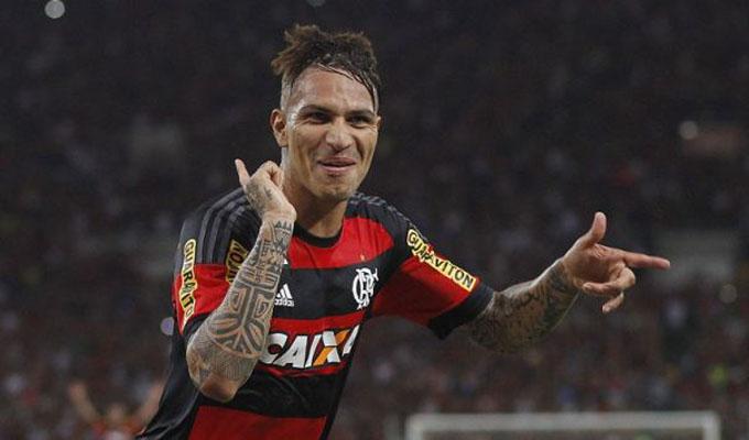Paolo Guerrero: hincha de Flamengo lo apoyó a las afueras del TAS