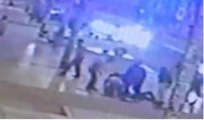 SMP: cámaras de seguridad muestran como un joven albañil es apuñalado