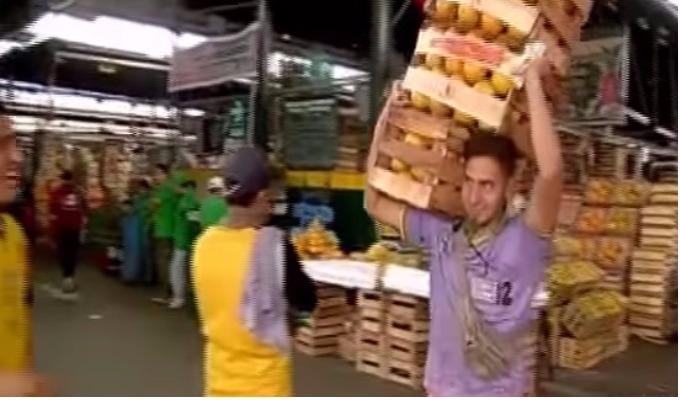 Los titanes del mercado: viviendo como un cargador de frutas