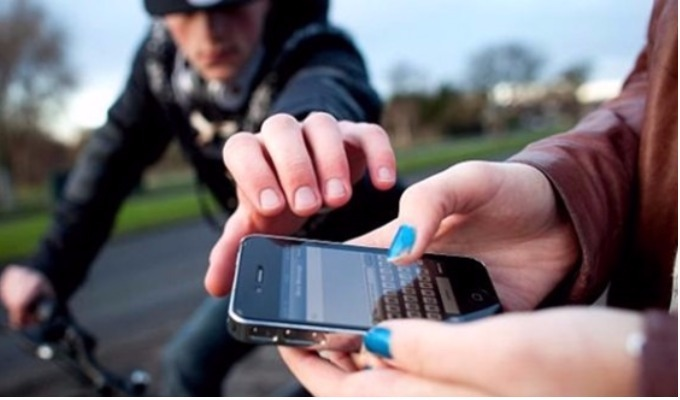 Asaltantes robaron costoso celular en tienda del Cercado de Lima