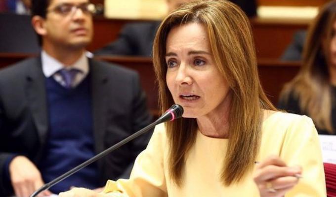 Moción de interpelación a Marilú Martens genera polémica en el Congreso