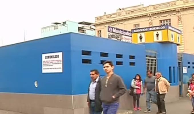 Personas disconformes tras posible demolición de baños públicos en Plaza Dos de Mayo