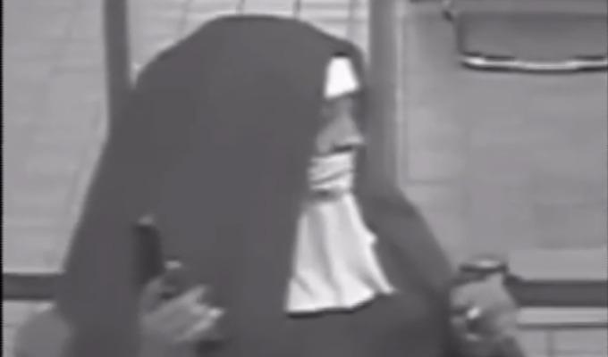 EEUU: FBI busca a mujeres que intentaron asaltar banco vestidas de monjas