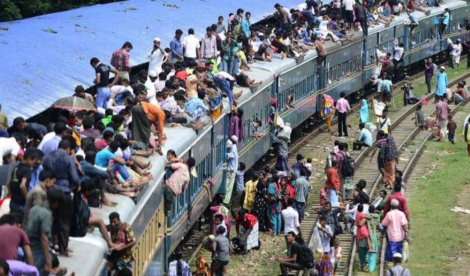 Bangladesh: trenes lucen abarrotados por celebraciones de la Fiesta del Cordero
