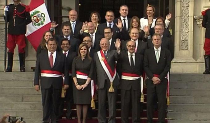 Ministros llegan a vivienda de PPK previo a su presentación ante el Congreso
