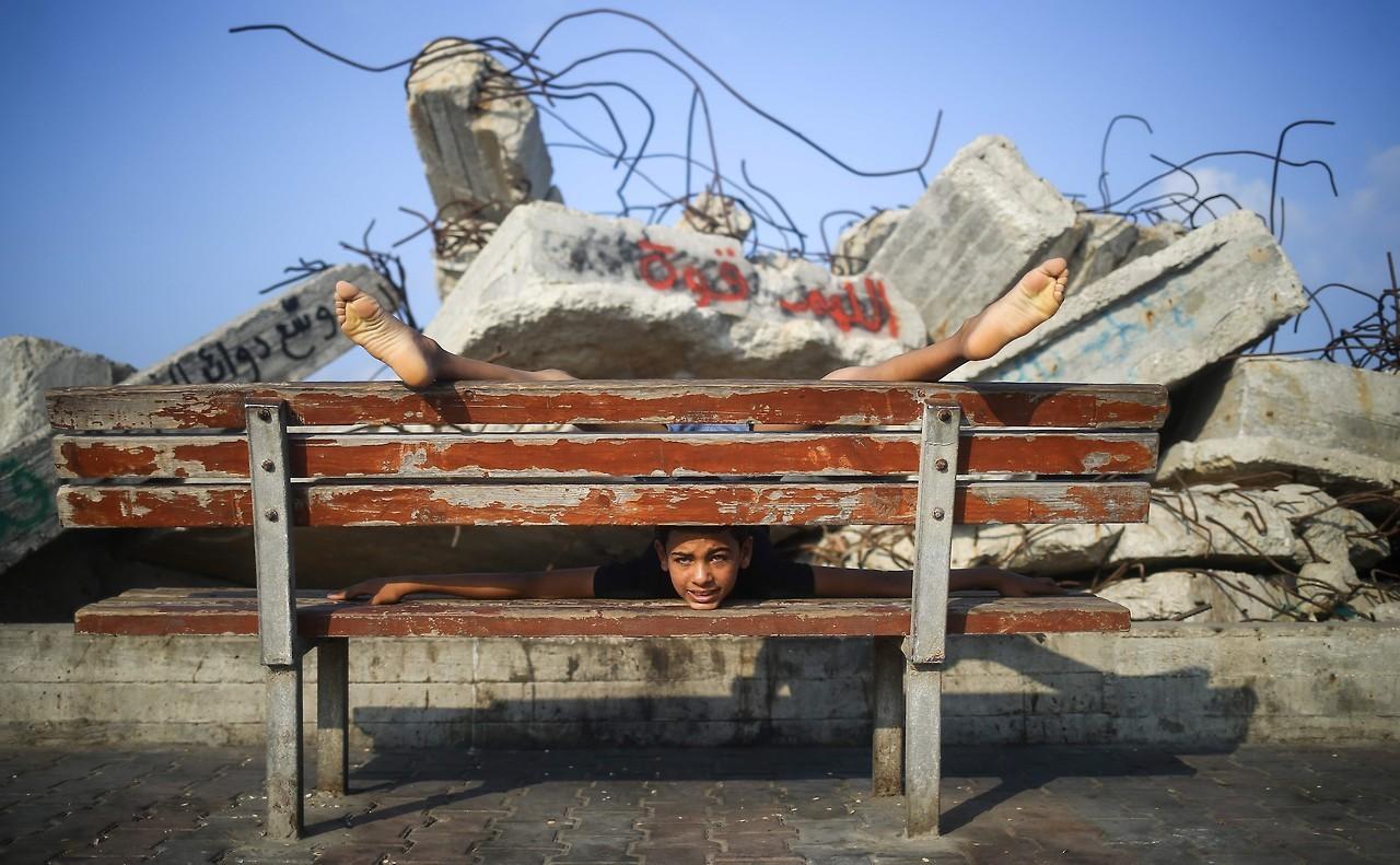 Niño palestino intenta batir récord como el niño más elástico y rápido del mundo