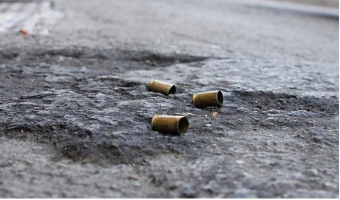 Av. Argentina: asesinan a hombre frente a su menor hija de tres años
