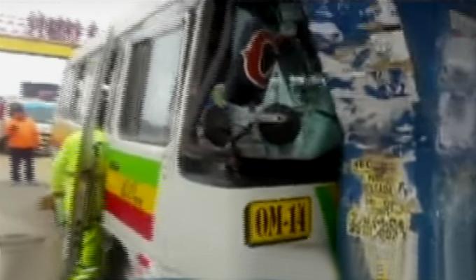 SJM: choque de cúster y tráiler deja 10 heridos