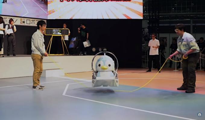 Japón: Robot logra Récord Guinnes saltando soga