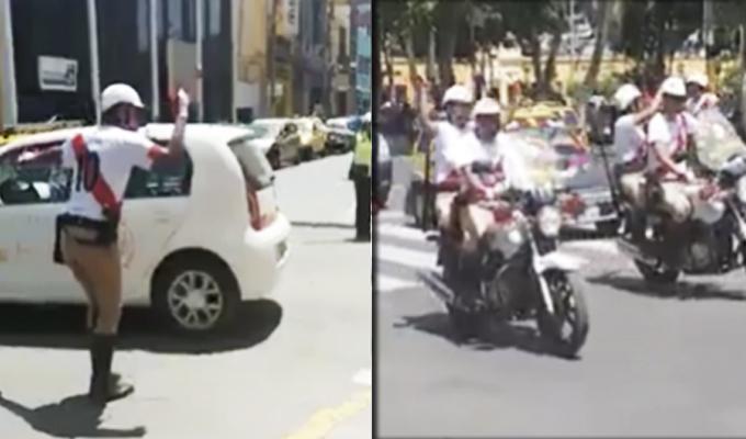 Ica: policía dirige tránsito con camiseta de Perú