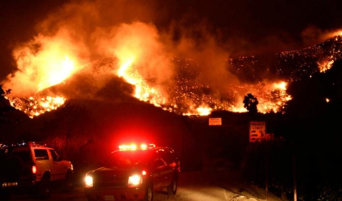 Fuego incontrolable: California es un 'infierno' por incendio forestal