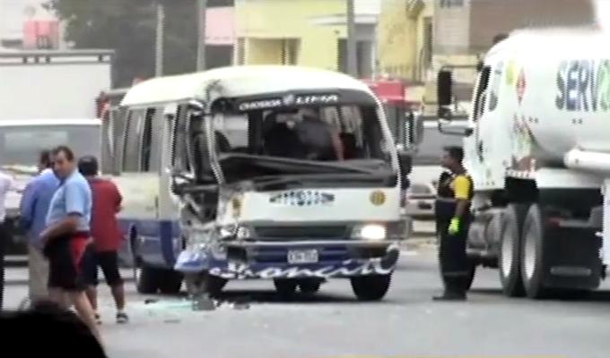 Chosica: choque de cúster deja al menos 15 heridos