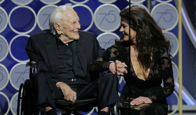 Globos de Oro 2018: Kirk Douglas sorprendió a todos presentando un premio a los 101 años [VIDEO]