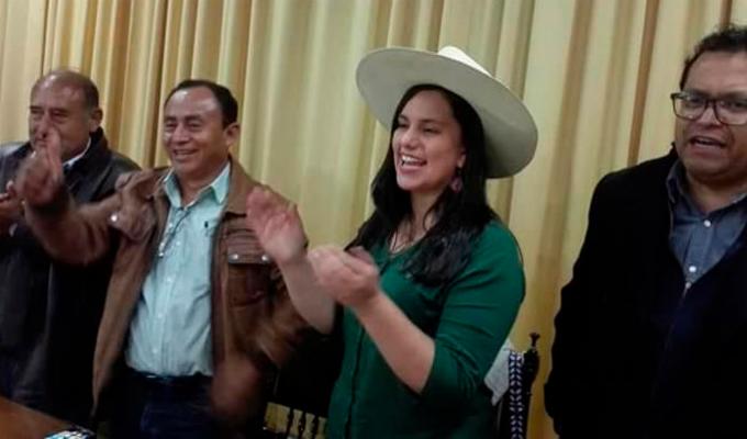 Verónica Mendoza se lució junto a Gregorio Santos durante una asamblea en Cajamarca