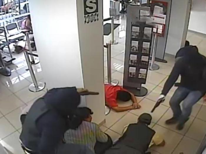 Ladrones se llevan más de S/ 37 mil de una agencia bancaria de Lince
