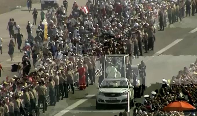 Así llegó el Papa francisco a la base Las palmas para oficiar misa