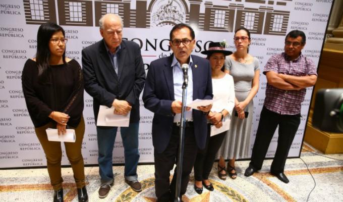 Nuevo Perú busca apoyo de bancadas para evaluar vacancia presidencial