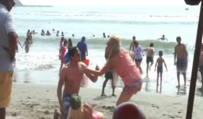 ¡Descubriendo a un infiel con su amante en la playa!