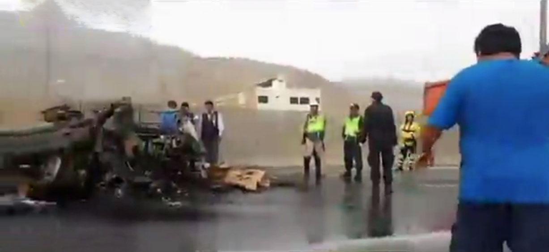 Panamericana Norte permanece cerrada en Ancón tras choque de camiones