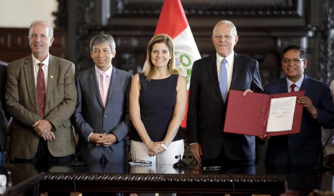 Gobernadores regionales de Ica y Huancavelica logran acuerdo para distribución de agua