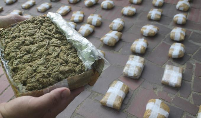 Tumbes: Policía halla droga camuflada en techo de camioneta