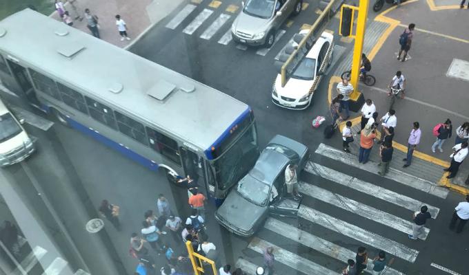 Bus del corredor azul protagoniza accidente de tránsito