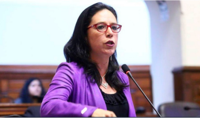 "Marisa Glave: ""Pedro Pablo Kuczynski vive en una mentira"""