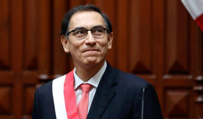 Martín Vizcarra inicia su gestión con 55% de aprobación, según Datum