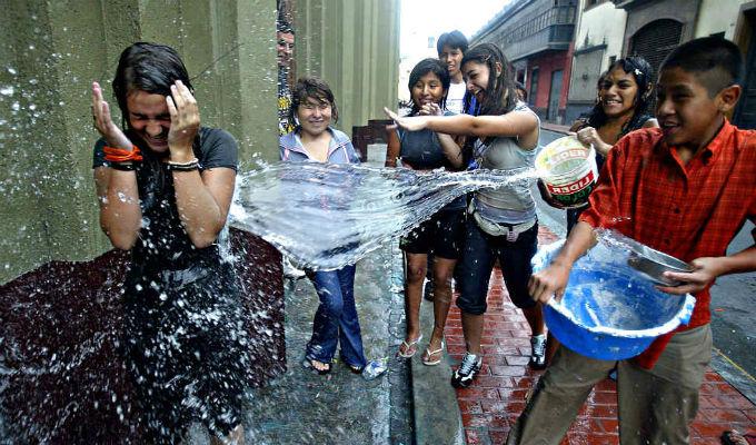 Sábado Santo: ¿Por qué este país lo celebra con batallas con agua?