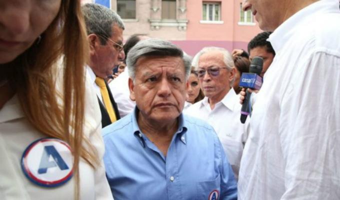 Fiscalía abre investigación contra César Acuña por presunto lavado de activos