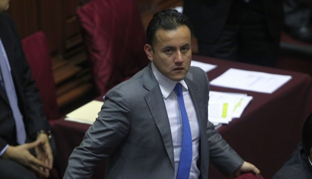 Fiscalía abre investigación a congresista Richard Acuña por presunto patrocinio ilegal