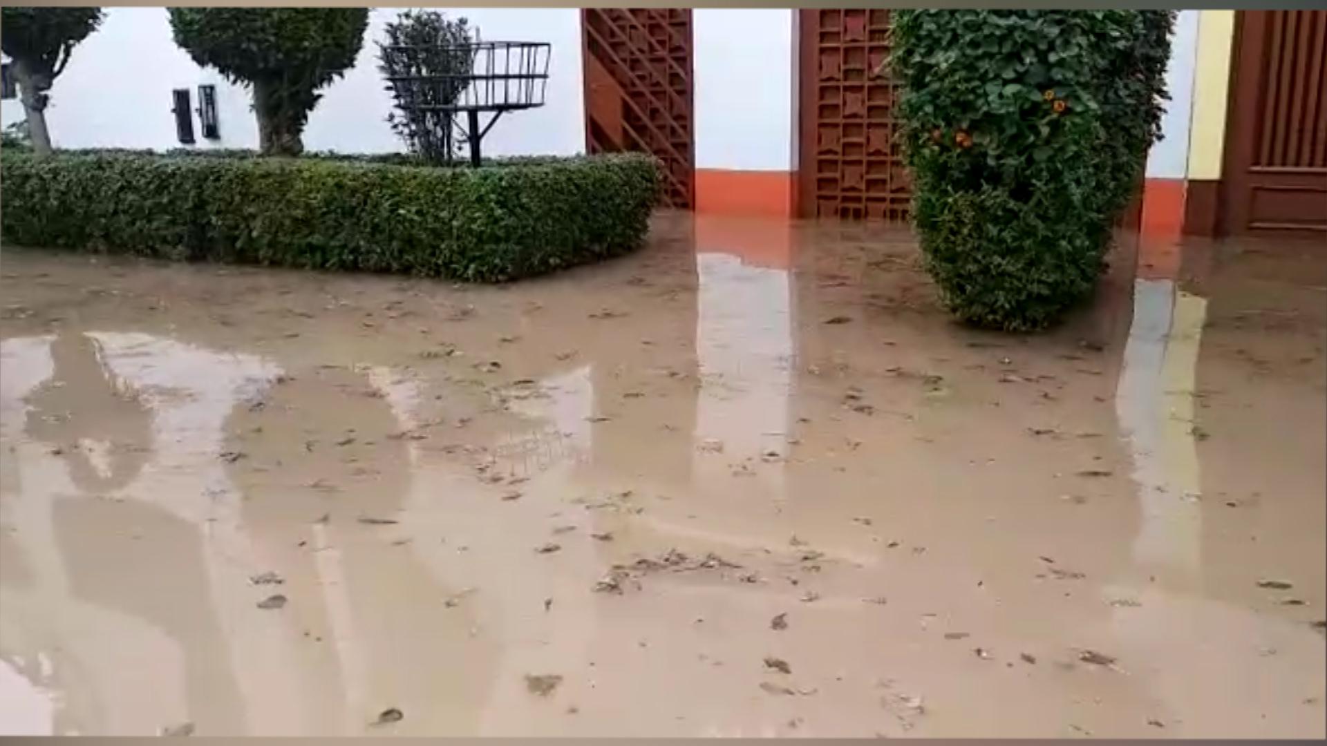 Callao: inundadas varias avenidas del distrito de La Perla por mal trabajo de empresa contratada