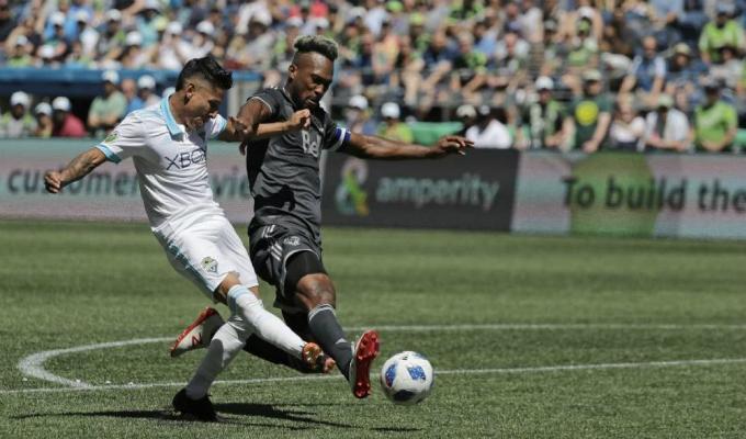 Raúl Ruidíaz debuta en la MLS y vence 2-0 con el Seattle Sounders