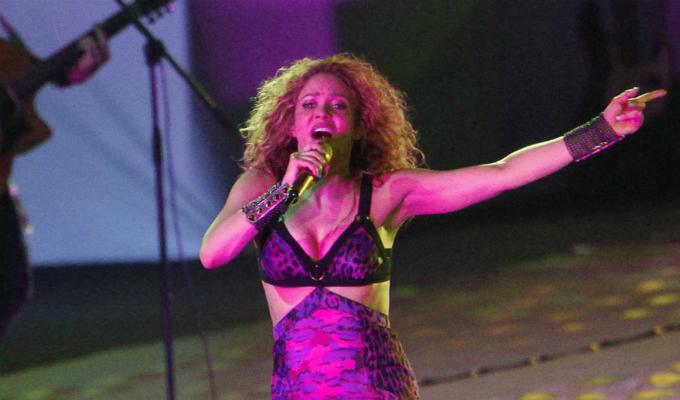 Colombia: Shakira sorprendió con beso en la mejilla a fan peruano