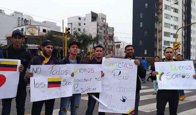 Venezolanos aprovecharon Desfile Militar para pedir disculpas al Perú por malos compatriotas
