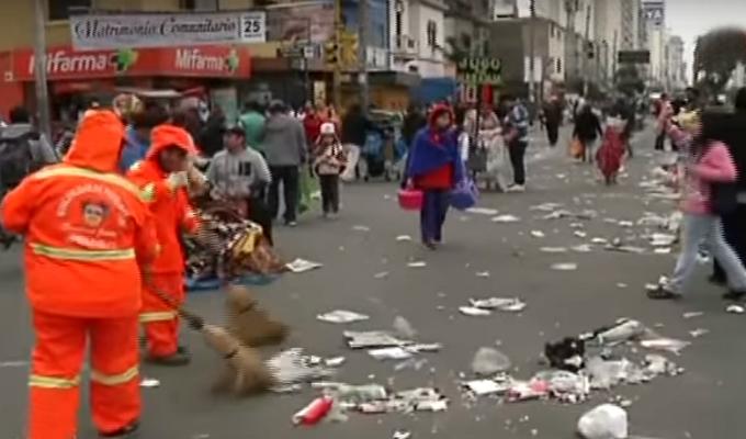 Avenida Brasil quedó llena de basura tras Gran Parada Militar
