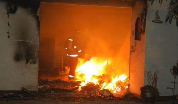 El Agustino: incendio consume local de compra y venta de chatarra