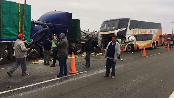 Tragedia en Barranca: triple choque deja 4 muertos y 12 heridos