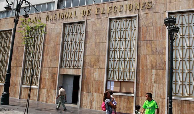 JNE pide a partidos retirar propaganda electoral de lugares prohibidos
