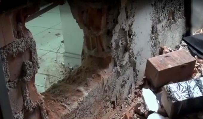 SJL: delincuentes hacen forado en pared para robar tienda de electrodomésticos