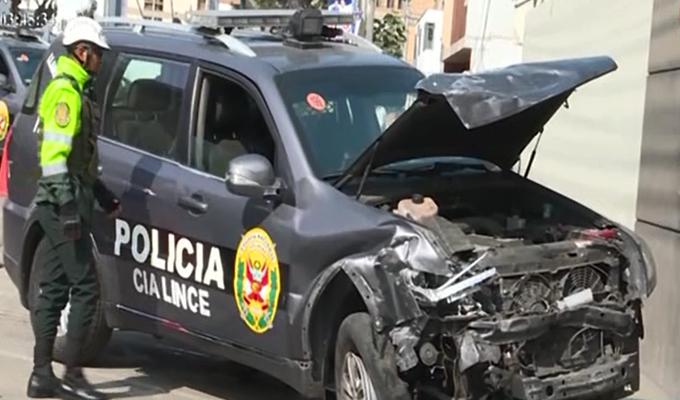 Lince: patrullero se estrella contra autos estacionados en la avenida Trinidad Morán