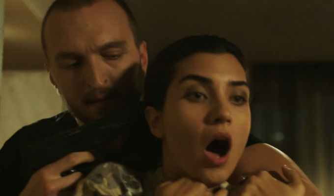Kara Para Ask: ¡Metin alista la más terrible sorpresa para Elif! [VIDEO]