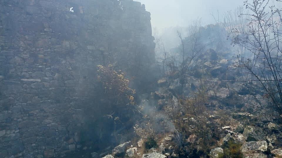Preocupación por incendio forestal que afecta muros del  complejo Marcahuamachuco