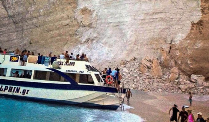 Grecia: 7 turistas heridos dejó desprendimiento de rocas en una playa