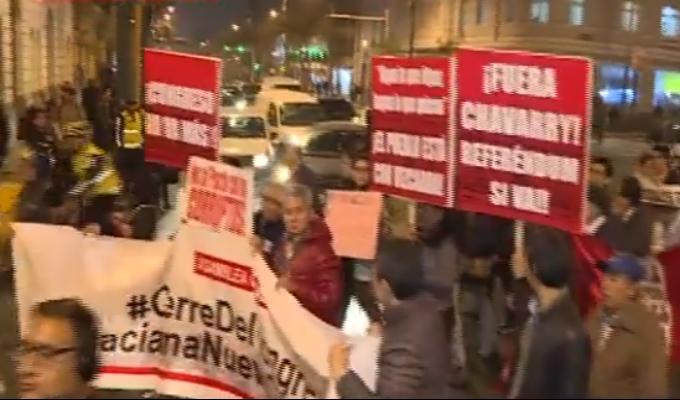 Cientos de personas marcharon en apoyo al pedido de cuestión de confianza del presidente Vizcarra